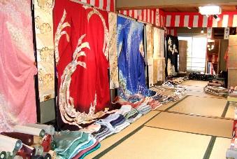 着物と作務衣の岩田呉服店 (京都 九条)京の着物・帯・作務衣・装道着物着付教室