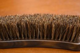 馬毛を使用した硬すぎず、柔らかすぎないブラシ