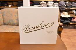 Borsalinoのロゴが入った高級感溢れる帽子箱