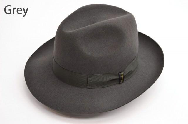 帽子内部は本格的なビン革スベリにサテン張り仕様